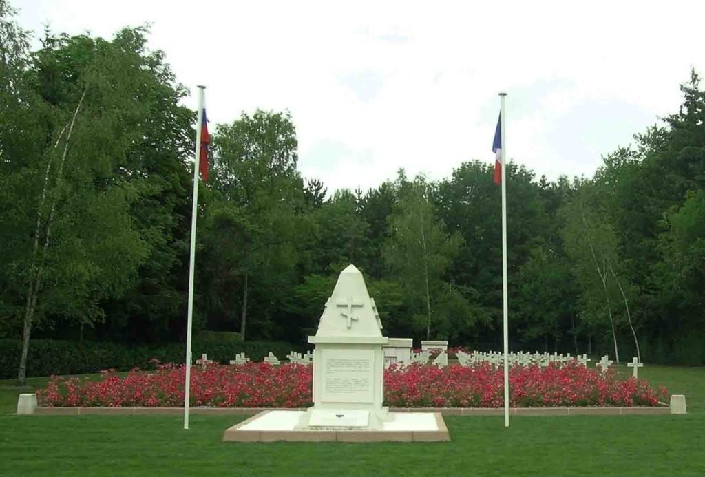Monument aux morts du cimetière de Saint-Hilaire-le-grand