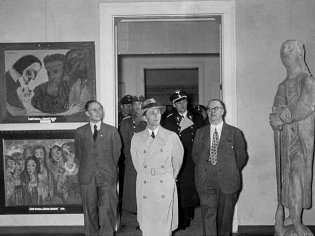 Goebbels-exposition-entarte-kunst-1937